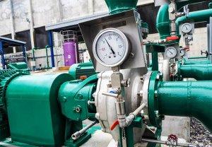 استفاده از پرشر گیج در یک کارخانه صنعتی